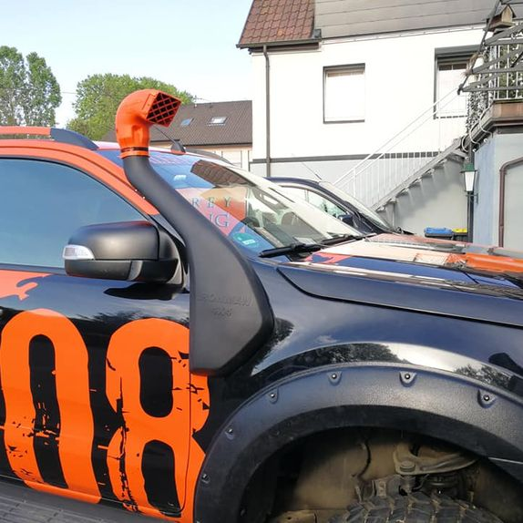 Schwarz oranger Pick Up